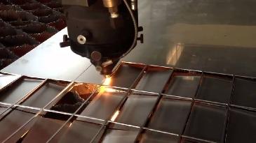 Ưu nhược điểm của hai phương pháp cắt kim loại bằng tia nước và bằng laser